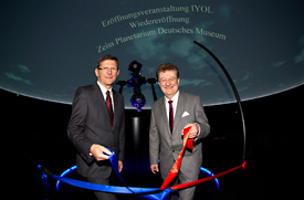 Dr. Michael Kaschke, President and CEO of ZEISS (left), und Prof. Dr. Wolfgang M. Heckl, Director General of the Deutsches Museum.